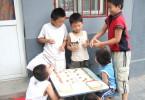 Des enfants de Xilou Hutong jouant dans la rue