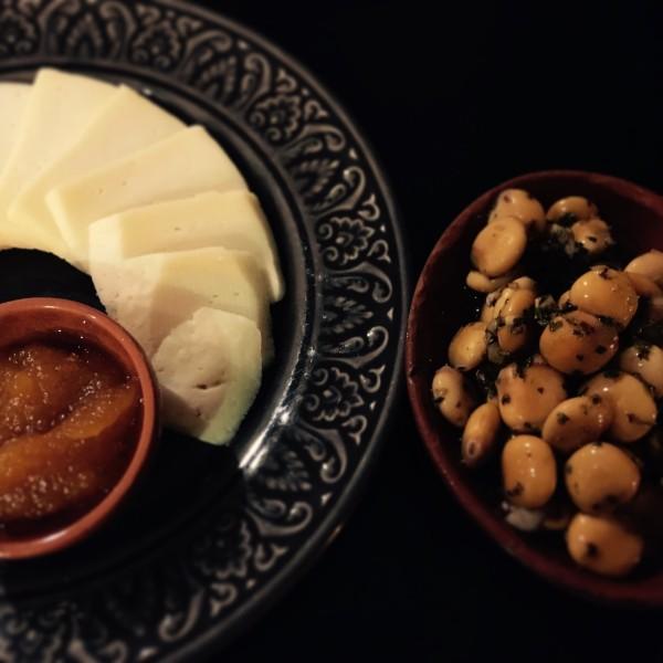 Tapas fromage et fèves, Taberna Portuguesa, Bairro Alto, Lisbonne