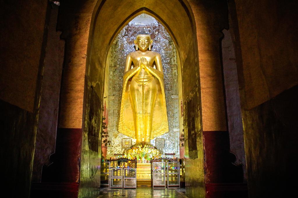 Bouddha debout, Bagan, Myanmar