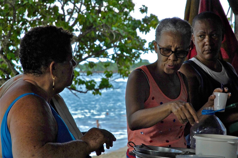 Les tatas à la plage, Sainte-Rose, Petite-Terre