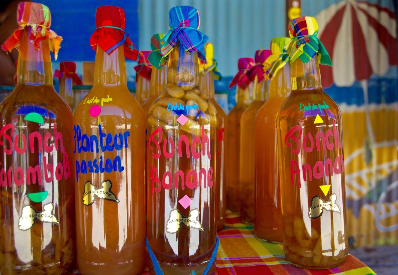 Rhums à vendre, marché de Sainte-Anne, Guadeloupe