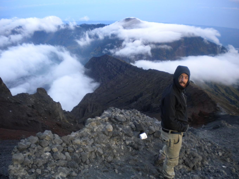 Louis au premier point de vue de l'ascension - Indonésie