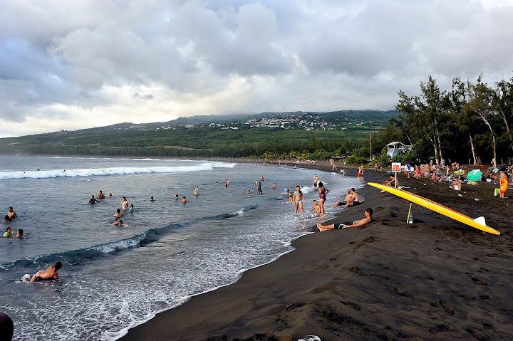 Etang salé plage de sable noir Reunion
