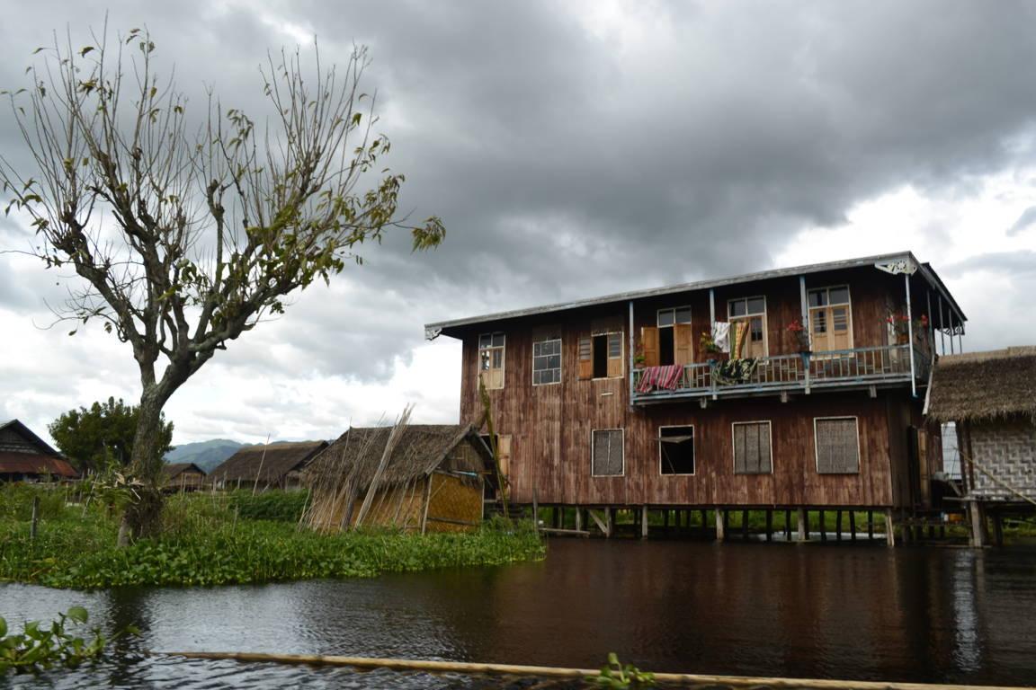La maison au bord de l'eau - Birmanie