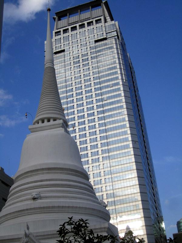 temple vs building - Bangkok