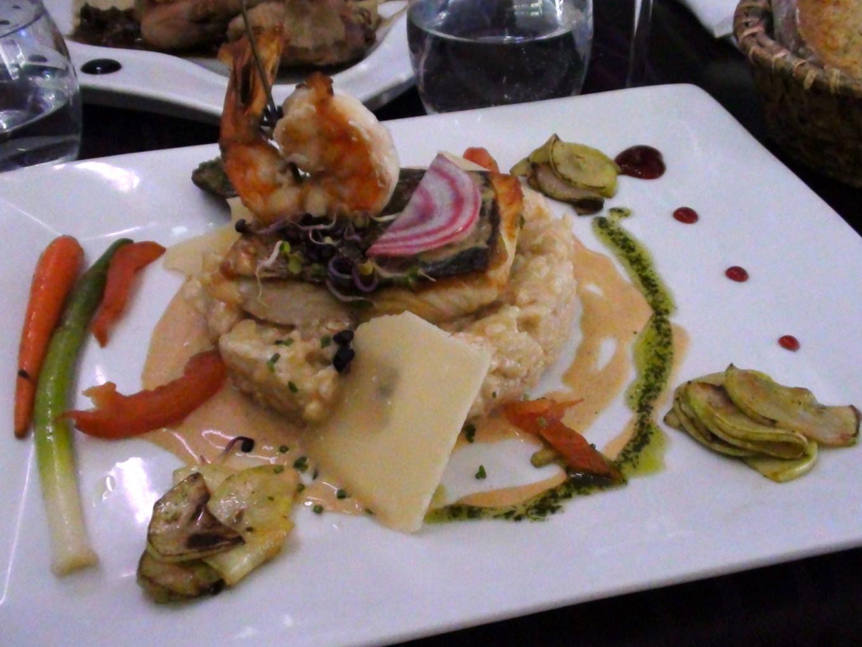 Filet de bar sauvage cuit sur peau aux gambas grillées et risotto champagne sauce homard - Aux Petits Plaisirs