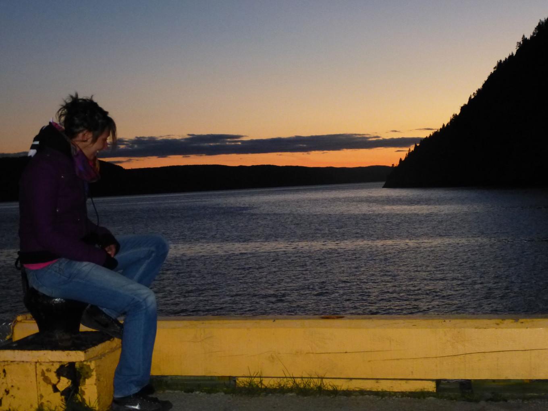Chloé devant la jetée de Sainte Rose du Nord - Québec
