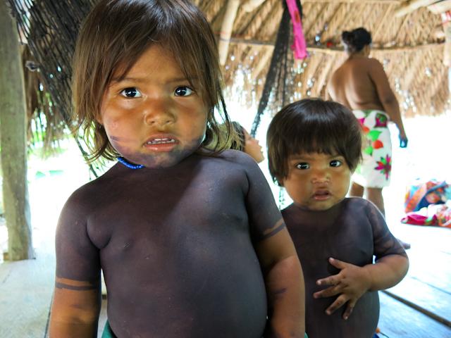 Leila et Kayla, mes soeurs adoptives dans le village Embera