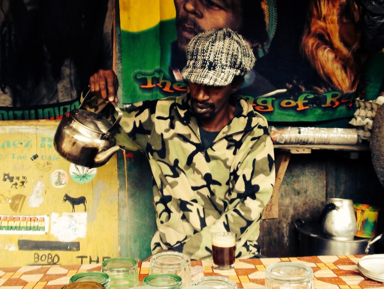 Boire le thé à Gorée Senegal