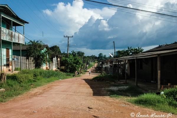 Dans les rues de Senador José Porfirio, Amazonie Orientale, Brésil