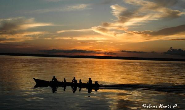 Départ pour la pêche sur le fleuve Xingu, Para, Brésil