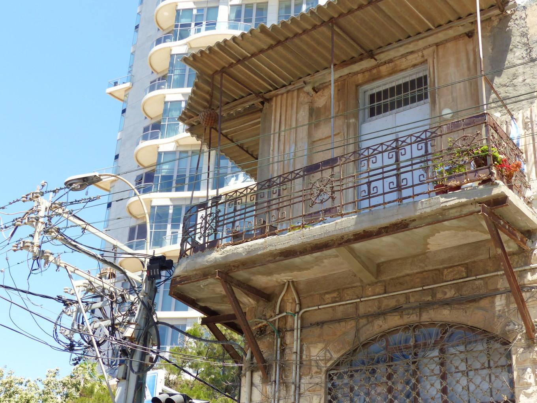 Quartier de Florentine, les constructions d'immeubles neufs gagnent sur la tôle ondulée, Tel Aviv, Israël