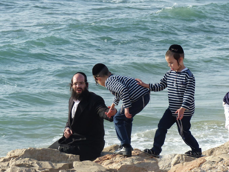 Frères jumeaux sur les rochers, Tel Aviv, Israël