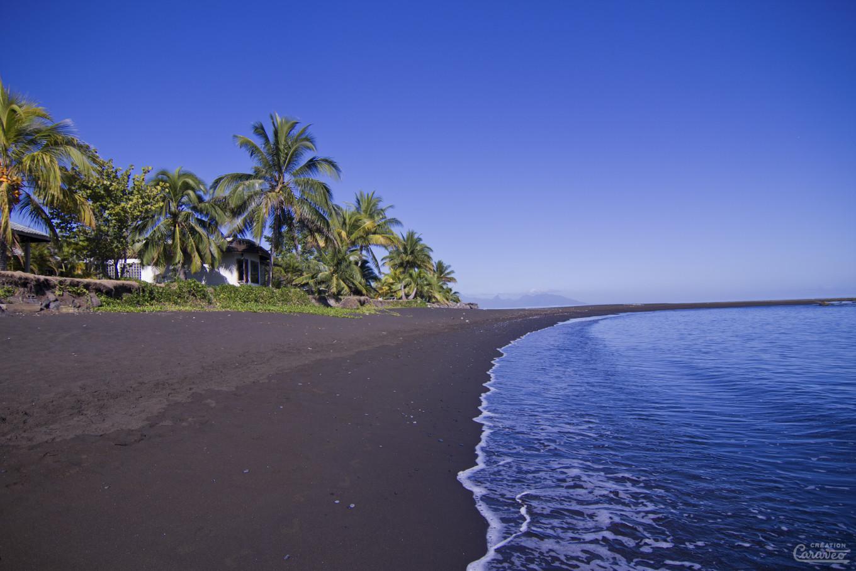Plage de sable noir, Tahiti