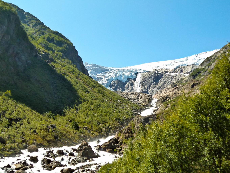 Approcher le  glacier Buer et s'imaginer en alpiniste, Norvège