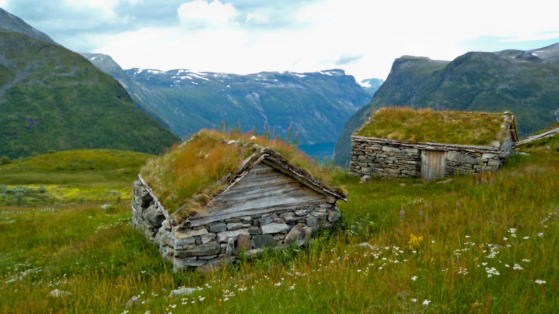 Marcher au dessus du Geirangerfjord et découvrir les vielles fermes du siècle précédent, Norvège