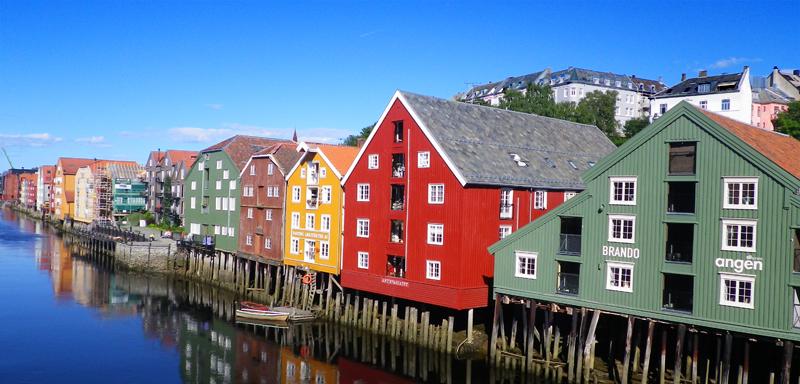 Arpenter Trondheim, douce ville aux milles couleurs, Norvège