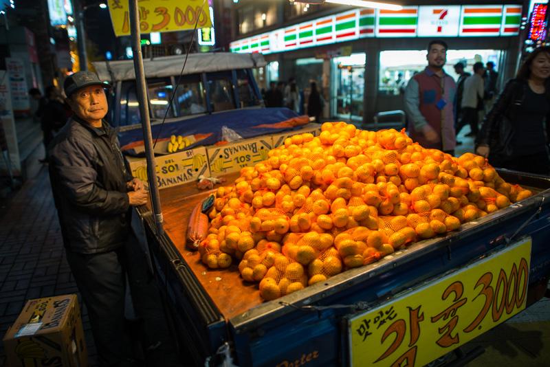 Vendeur d'oranges, Séoul, Corée