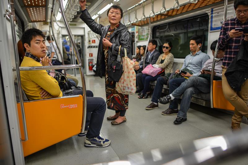 Dans le metro de Seoul, Corée du Sud