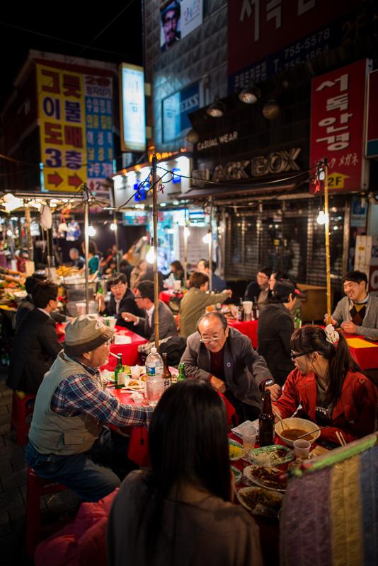 Restauration populaire dans le quartier de Namdaemun, Séoul, Corée