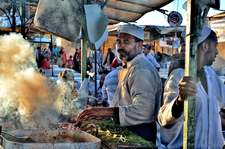 vendeur ambulant en cuisine à Marrakech, Place Jemaa el fna Maroc