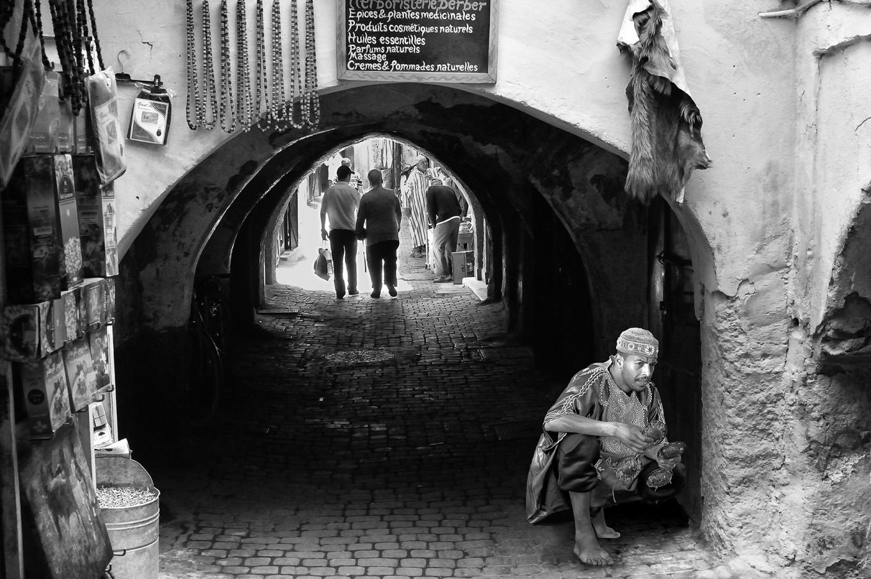 photo de rue Marrakech noir et blanc Maroc