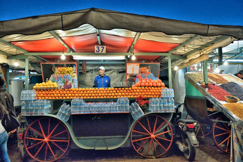 marchand d'oranges place Jemaa El Fna Marrakech