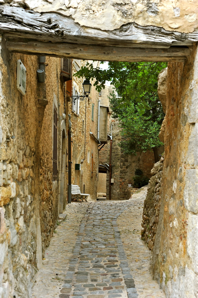 Dans les ruelles de Seillans, Pays d'Esterel, France