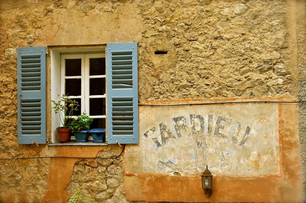 Façade de maison, Seillans, Pays d'Esterel