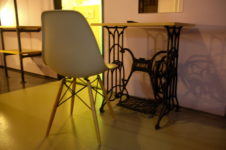 Bureau machine à coudre d'une chambre standard, fusion hotel, Prague, République Tchèque
