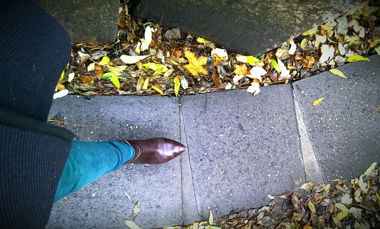 marcher dans le cimetière juif de Prague