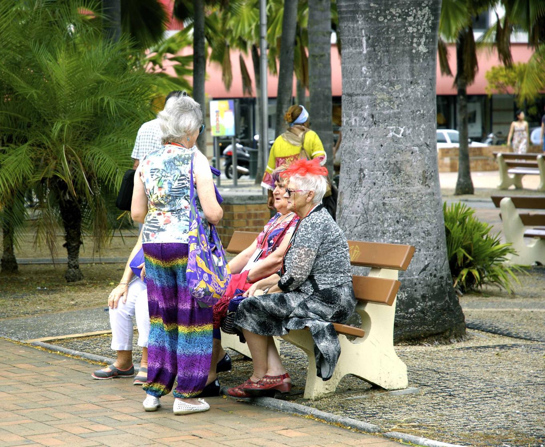 Touristes Australiennes sur la Place des Cocotiers, Nouméa, Nouvelle-Calédonie