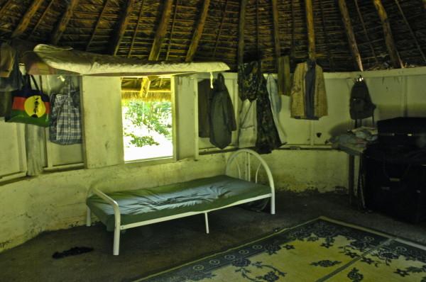 Dans la case d'Ernest, Poindimié, Nouvelle-Calédonie
