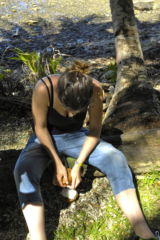 Râper les cocos, Poindimié, Nouvelle-Calédonie