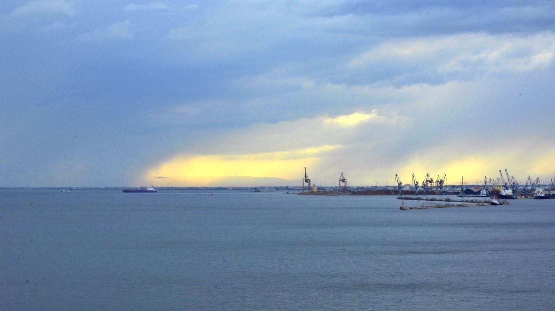Coucher de soleil sur le port, Thessalonique, Grèce