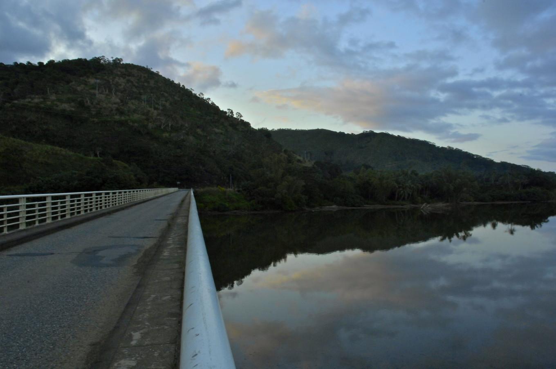 Coucher de soleil sur la Tiwaka, Poindimié, Nouvelle-Calédonie