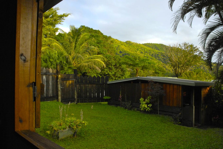 Réveil au gîte Newejie, Poindimié, Nouvelle-Calédonie