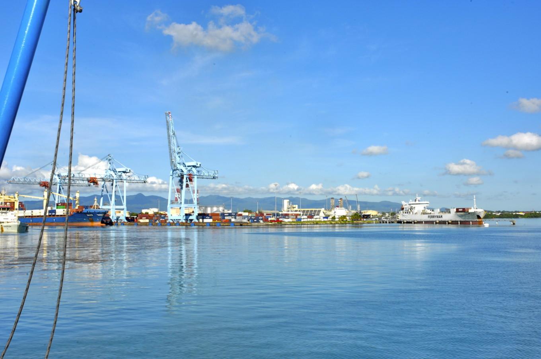 Dans le port, Pointe-à-Pitre
