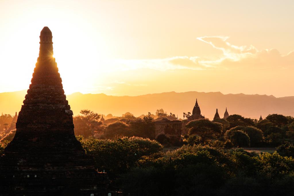 Coucher de soleil sur Bagan, Myanmar