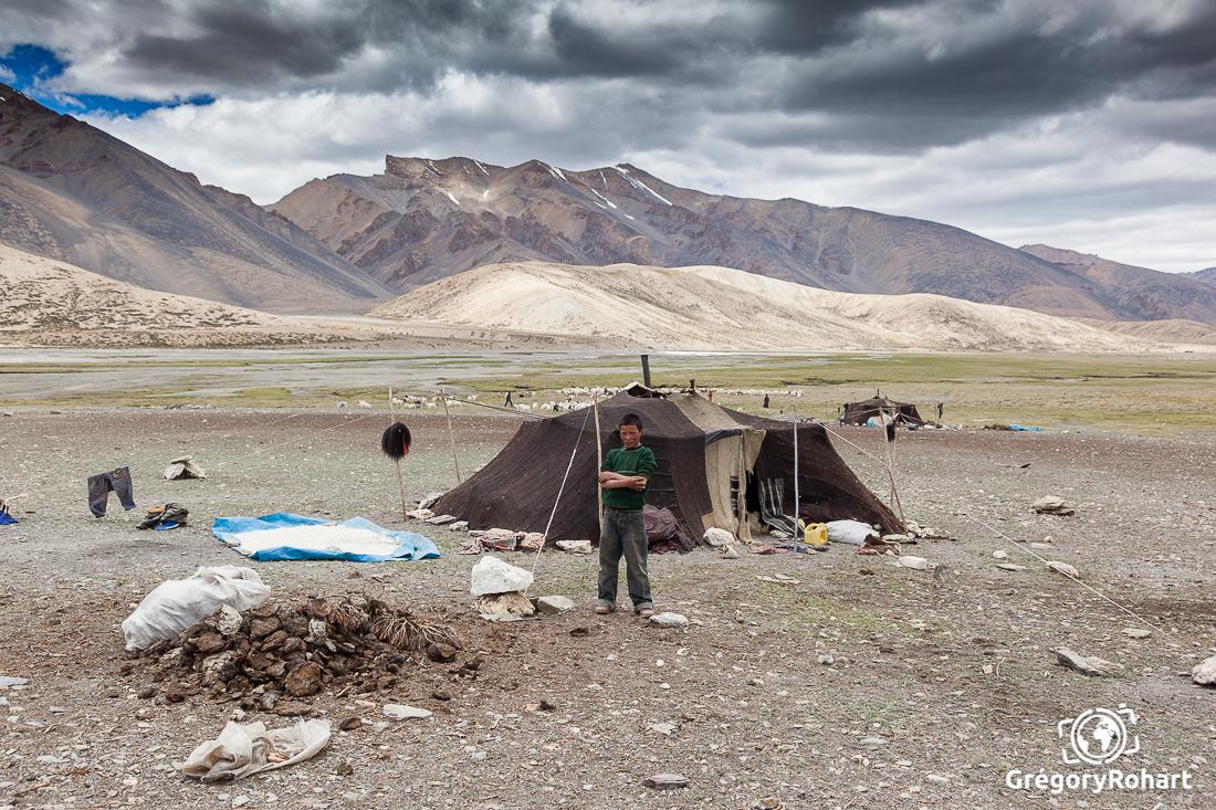 jeune garçon nomade en Inde