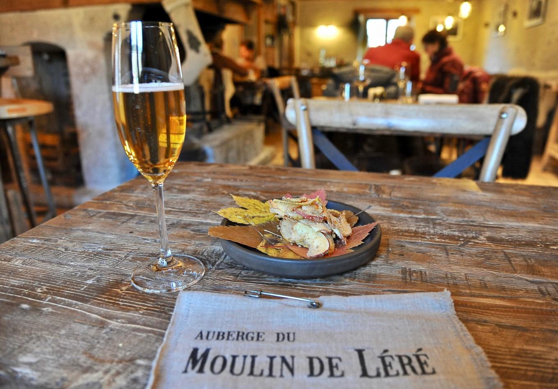 Apéritif au Moulin de Léré, Alpes du Léman