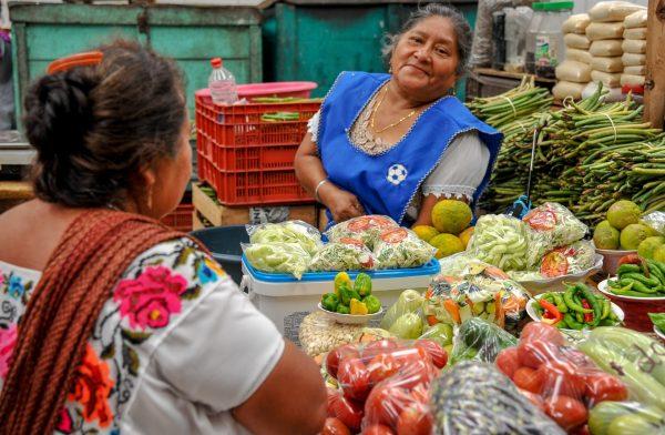 deux femmes marché merida mexique