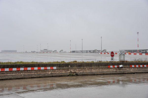 tarmac Roissy charles de Gaulle dans la brume