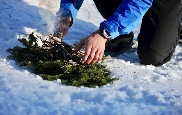 Faire du feu dans la neige, Alpes du Léman