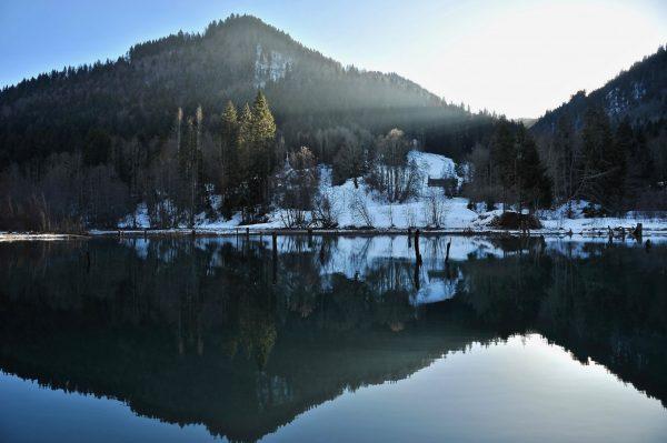 Reflet sur le Lac du Vallon, Alpes du Léman