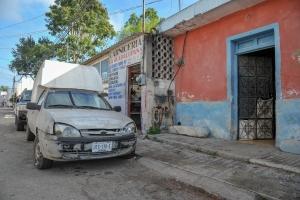 voiture-rue-délavée-valladolid-mexique