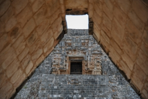 detail-temple-maya-uxmal-mexique