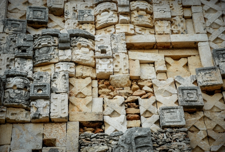 detail-pyramide-uxmal-construction-antisismique-maya-mexique