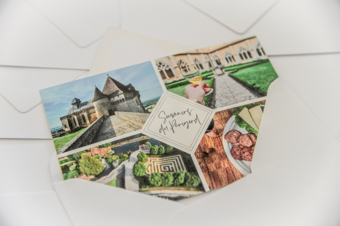 carte postale sur enveloppe
