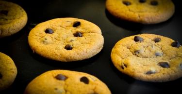 Cookies sur fond noir